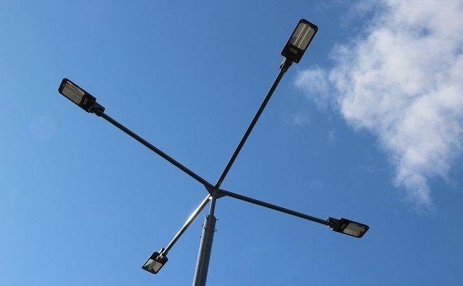 У Луцьку на спортивному майдані поставили ліхтарі