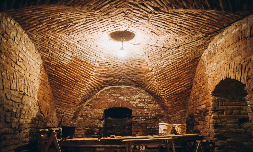 При реконструкції підземних кімнат Чорторийськ вежі була виявлена посуд